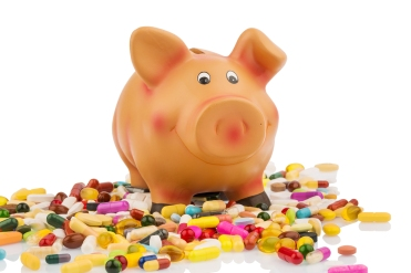 pills lying next to a piggy bank. symbolic photo for costs in me